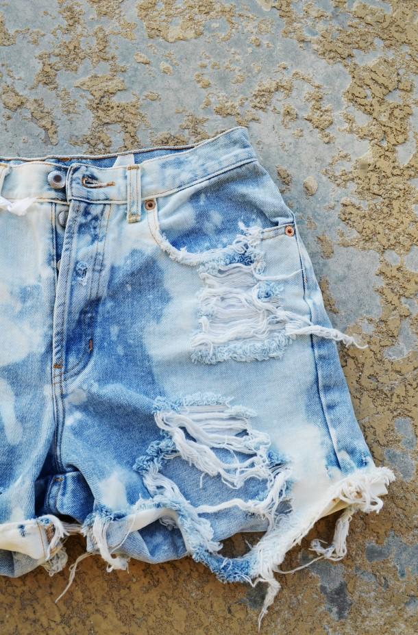 Vintage high waisted denim shorts. Size 6